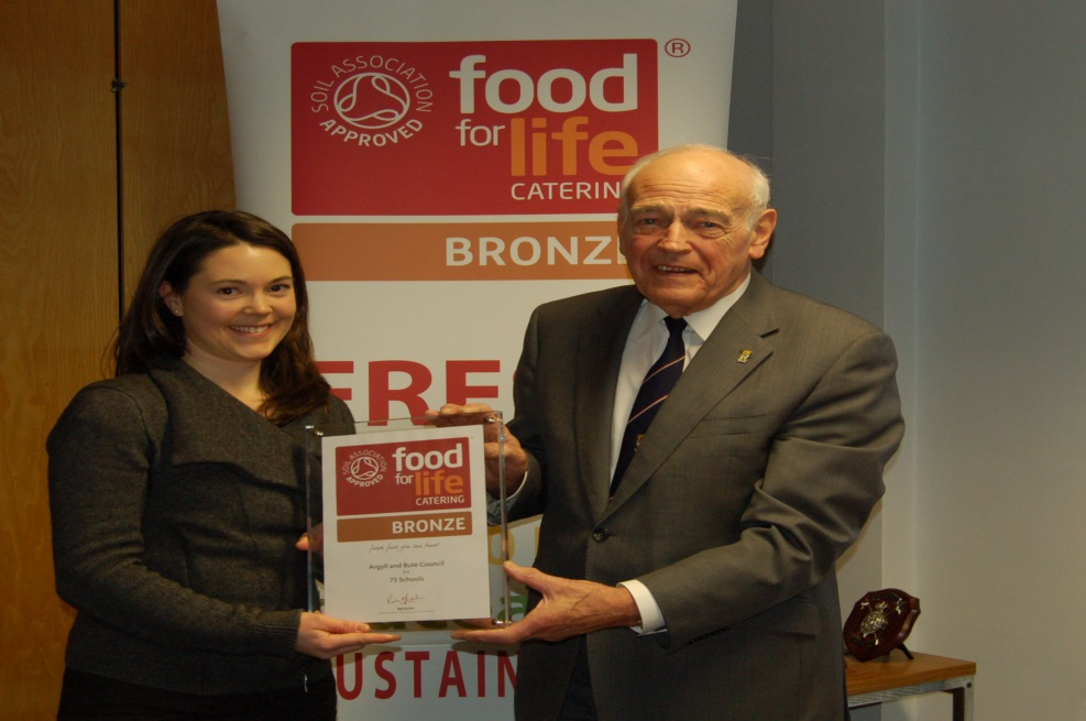Provost Len Scoullar receives the Soil Association's Award on behalf of our primary school meals staff